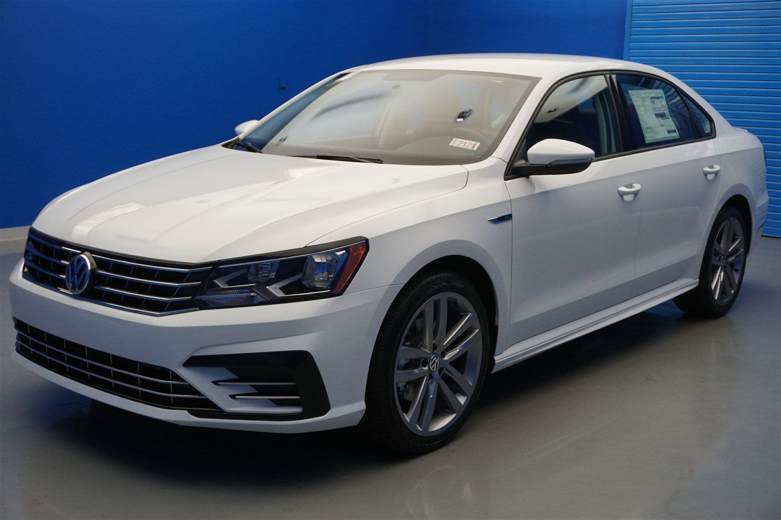 new 2018 volkswagen passat r line 4dr car in louisville. Black Bedroom Furniture Sets. Home Design Ideas
