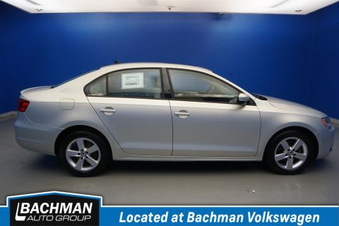 Pre-Owned 2011 Volkswagen Jetta Sedan TDI